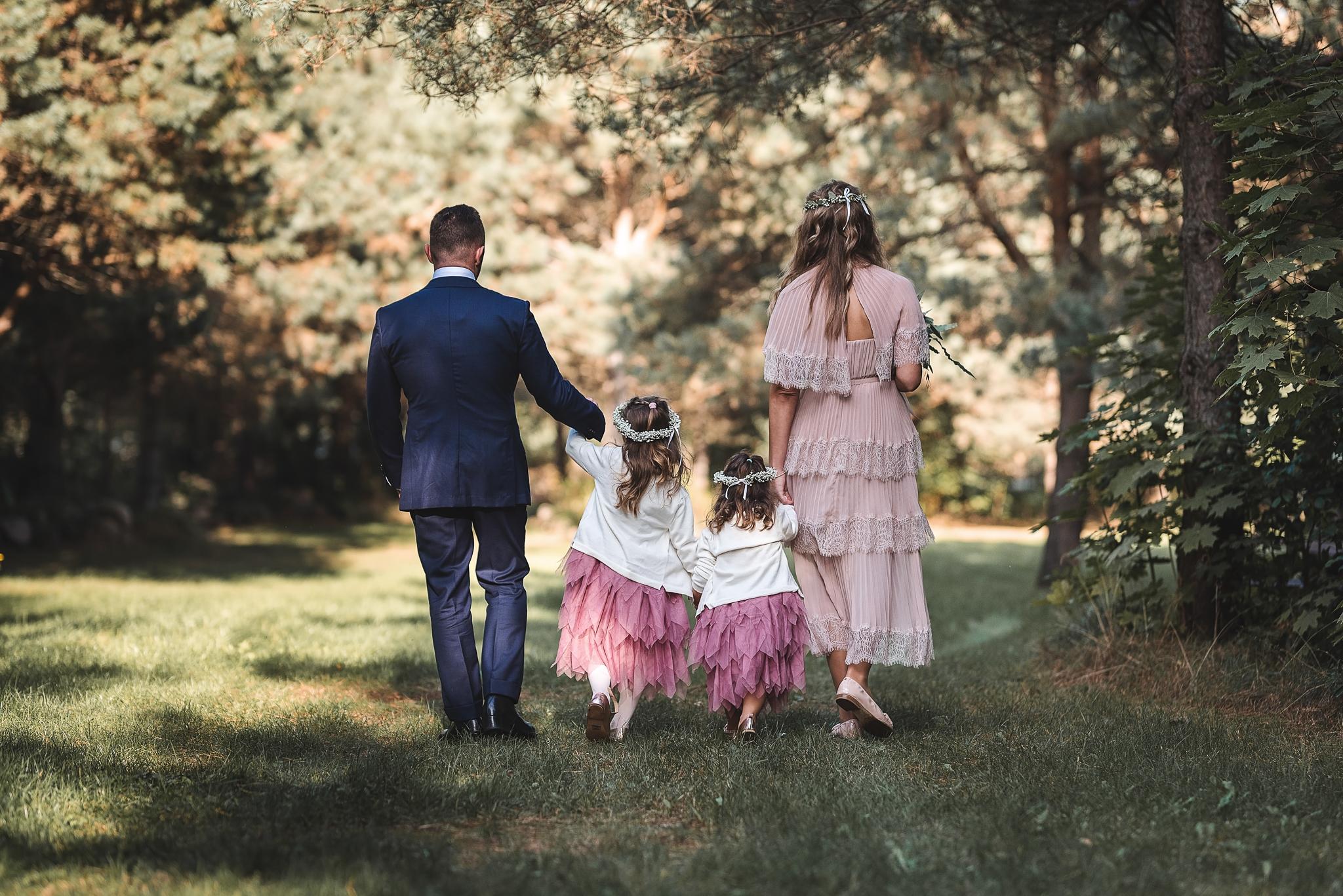 sesja ślubna plenerowa podczas przyjęcia olsztyn